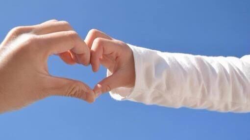 「感謝」に関する良い意味の四字熟語①:孝行恩愛(こうこうおんあい)